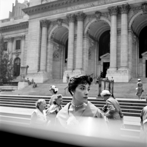 FVM_Woman Hat NY Public Library_ŞVivian Maier_Maloof Collection_online